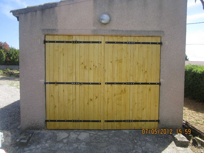 Porte de garage en bois menuiserie mouton for Porte de garage coulissante bois